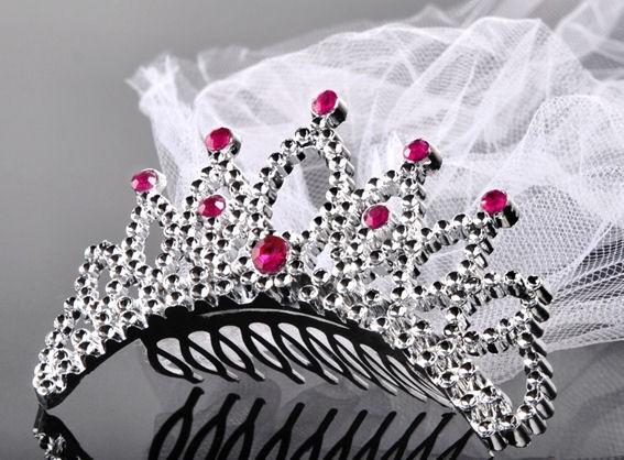 Dekorative Krone (Haarkämmchen) mit Schleier