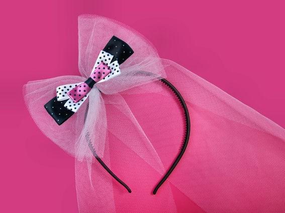 Haarreif mit langem Tüllband und pink-schwarz-weißer Tupfen-Schleife